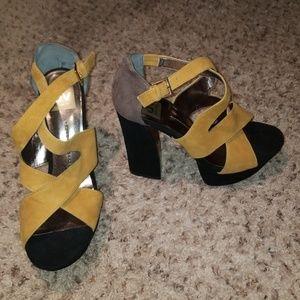 Dolce Vita Brown Mustard Velvet Shoes / High Heels